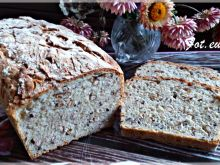 Chleb z paluszkami i siemieniem lnianym