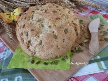 Chleb z pestkami dyni i płatkami owsianymi