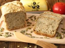 Chleb z pestkami dyni i słonecznika