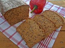 Chleb z pieczoną papryką i siemieniem lnianym