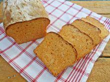 Chleb z pieczoną papryką i suszoną cebulą
