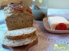 Chleb z rukolą i rzodkiewką na zakwasie