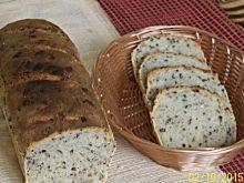 Chleb z siemieniem lnianym i słonecznikiem