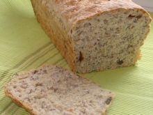 Chleb z suszoną śliwką i ziarnami