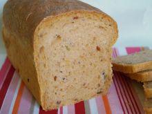 Chleb z suszonymi pomidorami i oliwkami