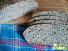 Chleb z ziarnami na zakwasie pszennym