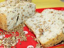 Chleb z ziarnami z maszyny do chleba