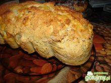 Chleb z ziołami i żółtym serem