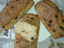 Chleb ze złotymi rodzynkami i suszoną żurawiną