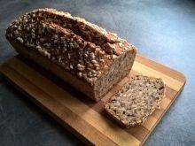 Chleb żytni z ziarnami na zakwasie