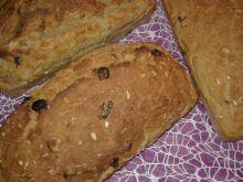 Chlebek domowy z włoskimi orzechami
