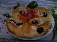 Chlebek drożdżowy ze śliwkami