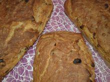 Chlebek z mąki mieszanej z bakaliami