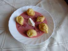 Chłodnik truskawkowy z mini ptysiami
