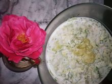 Chłodnik z ogórkiem, sałatą lodową oraz kalafiorem