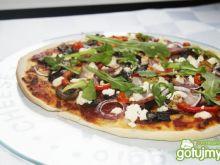 Chrupiąca pizza z rukolą