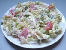 Chrupiąca sałatka warzywna w jogurcie