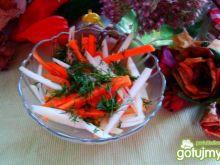 Chrupiąca surówka z kalarepy i marchewki
