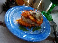 Chrupiące placuszki z sosem pieczarkowo-porowym