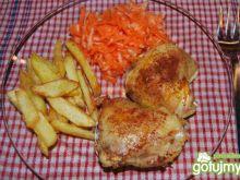 Chrupiący kurczak z domowymi frytkami