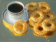 Ciasteczka cynamonowe z krokantem orzechowym
