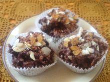 Ciasteczka czekoladowo-bakaliowe bez pieczenia