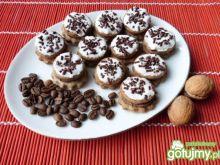 Ciasteczka kawowo-orzechowe z lukrem