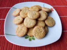 Ciasteczka orzechowe z cukrem kryształem