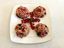 Ciasteczka owsiane z porzeczkami i borówkami
