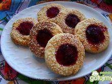 Ciasteczka sezamowe z galaretką