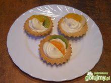 Ciasteczka z bitą śmietaną i owocami