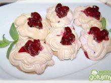 Ciasteczka z konfiturą wiśniową i bezą.