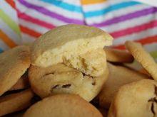 Ciasteczka z mąką kukurydzianą i rodzynkami
