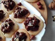 Ciasteczka z orzechami laskowymi w czekoladzie