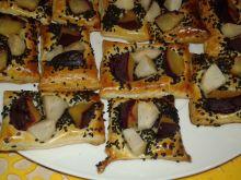 Ciastka francuskie śliwkowo - gruszkowe z sezamem