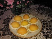 Ciasto francuskie z brzoskwiniami