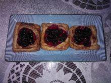 Ciastka francuskie z czarną porzeczką