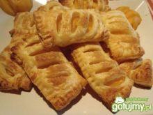 Ciastka francuskie z nektarynkami