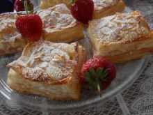 Ciastka francuskie z owocami i migdałami