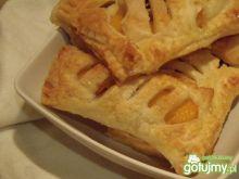 Ciastka francuskie z owocem i bakaliami