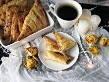 Ciastka francuskie z twarogiem i brzoskwiniami