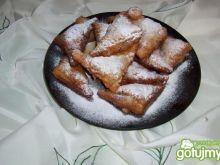Ciastka francuskie z wiśniami.