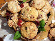Ciastka orkiszowe z malinami i białą czekoladą