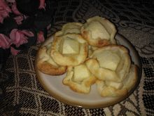 Ciastka z jabłkami z ciasta francuskiego