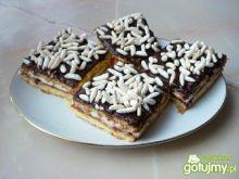 Ciasto biszkoptowe z powidłami i masą