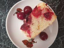 Ciasto biszkoptowe z wiśniami