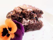 Ciasto czekoladowe przekładane bitą śmietaną