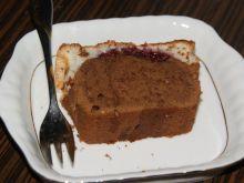 Ciasto czekoladowe z alkoholową nutą i malinami