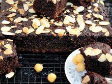 Ciasto czekoladowe z ciecierzycy bez mąki i cukru