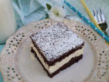 Ciasto czekoladowe z galaretką porzeczkową